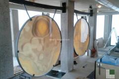 Installation des gongs en Onyx Orange sur verre