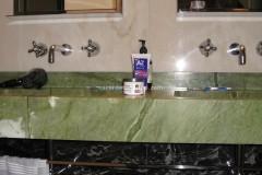 Rivestimenti bagno in Rosa Portogallo, Verde Ming e Nero Portoro