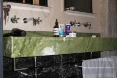 Lavabo a massello con doppia vaschetta in Verde Ming