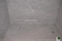 Piatto doccia e rivestimento pareti in marmo Bianco Carrara