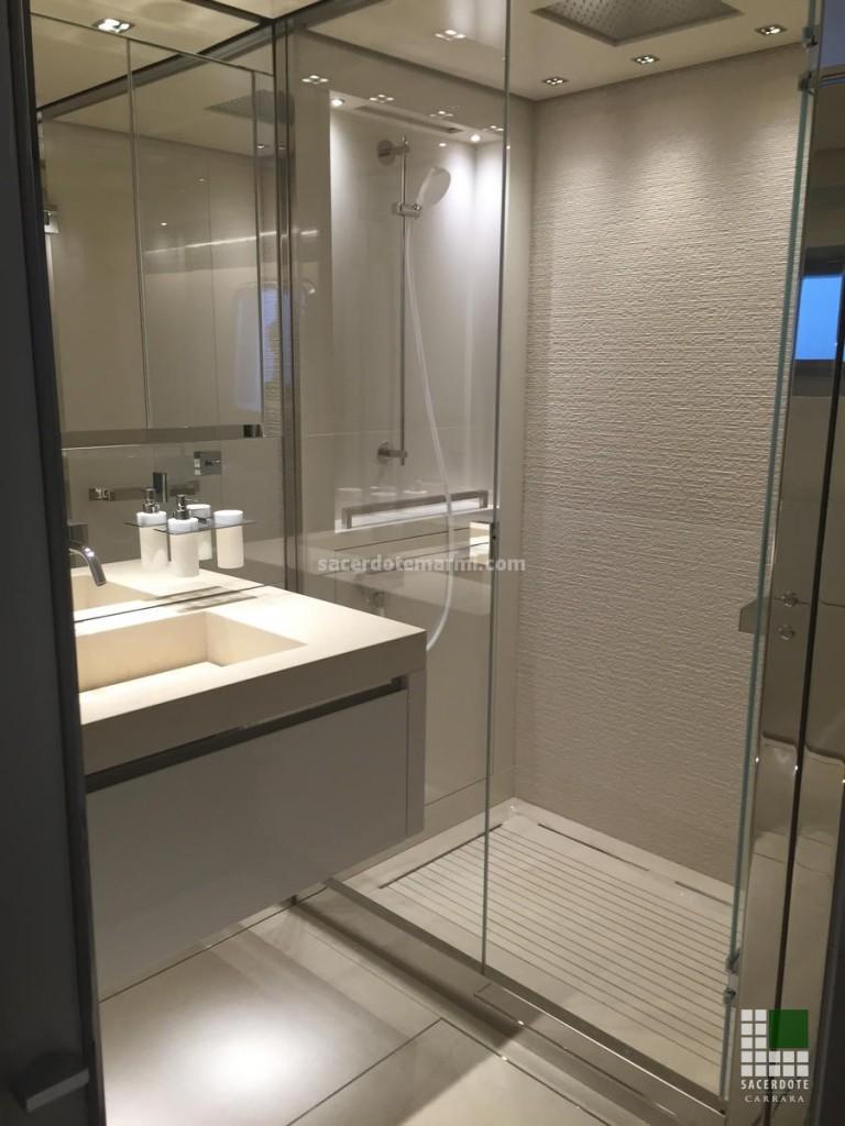 Washbasin and shower cladding realised with Beige Thala stone